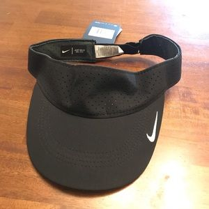 Nike Aerobill Visor Hat NWT White/black Golf